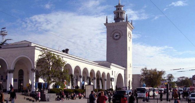 Железно-дорожный вокзал в Симферополе