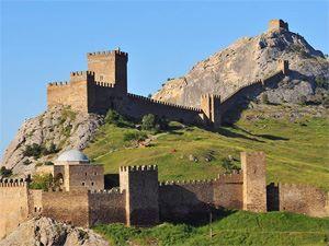 Генуэзская крепость + Новый Свет: 3 бухты: синяя, разбойничья, царская + грот Шаляпина + м.Капчик + можжевеловая роща